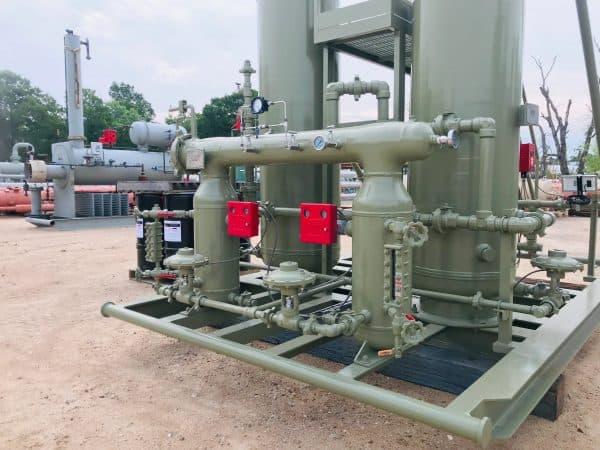 Coalescing gas separator